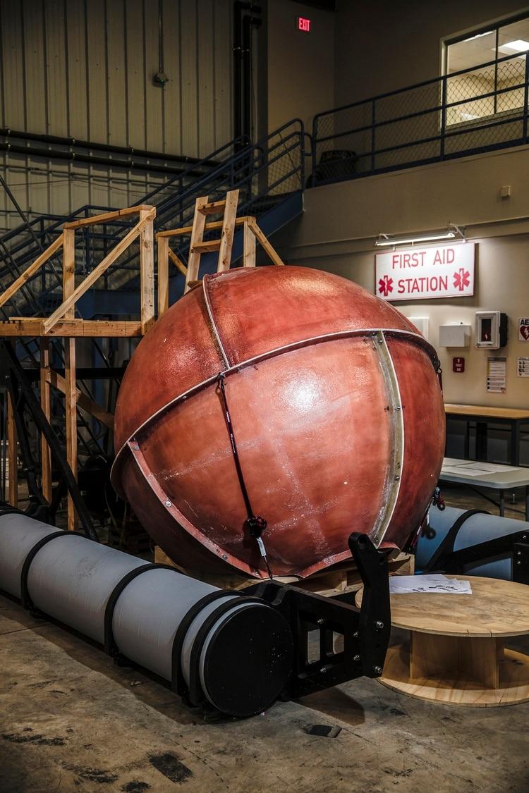 Modelos y equipos involucrados en el diseño del Triton 3300/6, el submarino de seis plazas que se está desarrollando en Triton (Scott McIntyre para The New York Times)