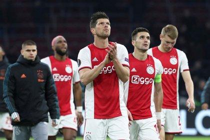 El Ajax podría consagrarse campeón en Holanda porque el fútbol ha quedado al borde de la suspensión (REUTERS)