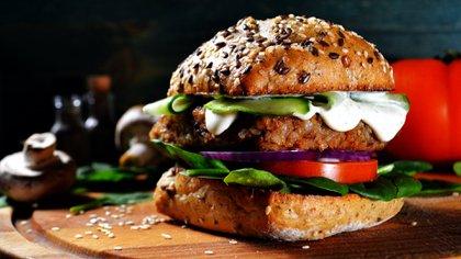 """Los locales de """"comida rápida"""" con chefs veganos al mando de sus cocinas comenzaron a proliferar en todo el mundo (Shutterstock)"""
