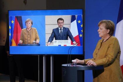 El presidente de Francia, Emmanuel Macron, y la canciller alemana Angela Merkel (EFE/EPA/Sean Gallup /Archivo)