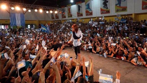 """Cristina pidió el voto para ser la fuerza """"que frene el ajuste"""" (Twitter: @cyngarciaradio)"""
