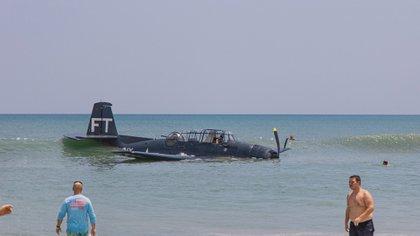 Il pilota ha raggiunto la riva con i suoi mezzi