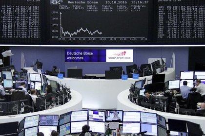 Las bolsas europeas también registraba fuertes bajas (Reuters)