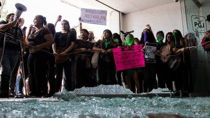 Las mujeres exigen un alto a la violencia de género (Foto: Cuartoscuro)