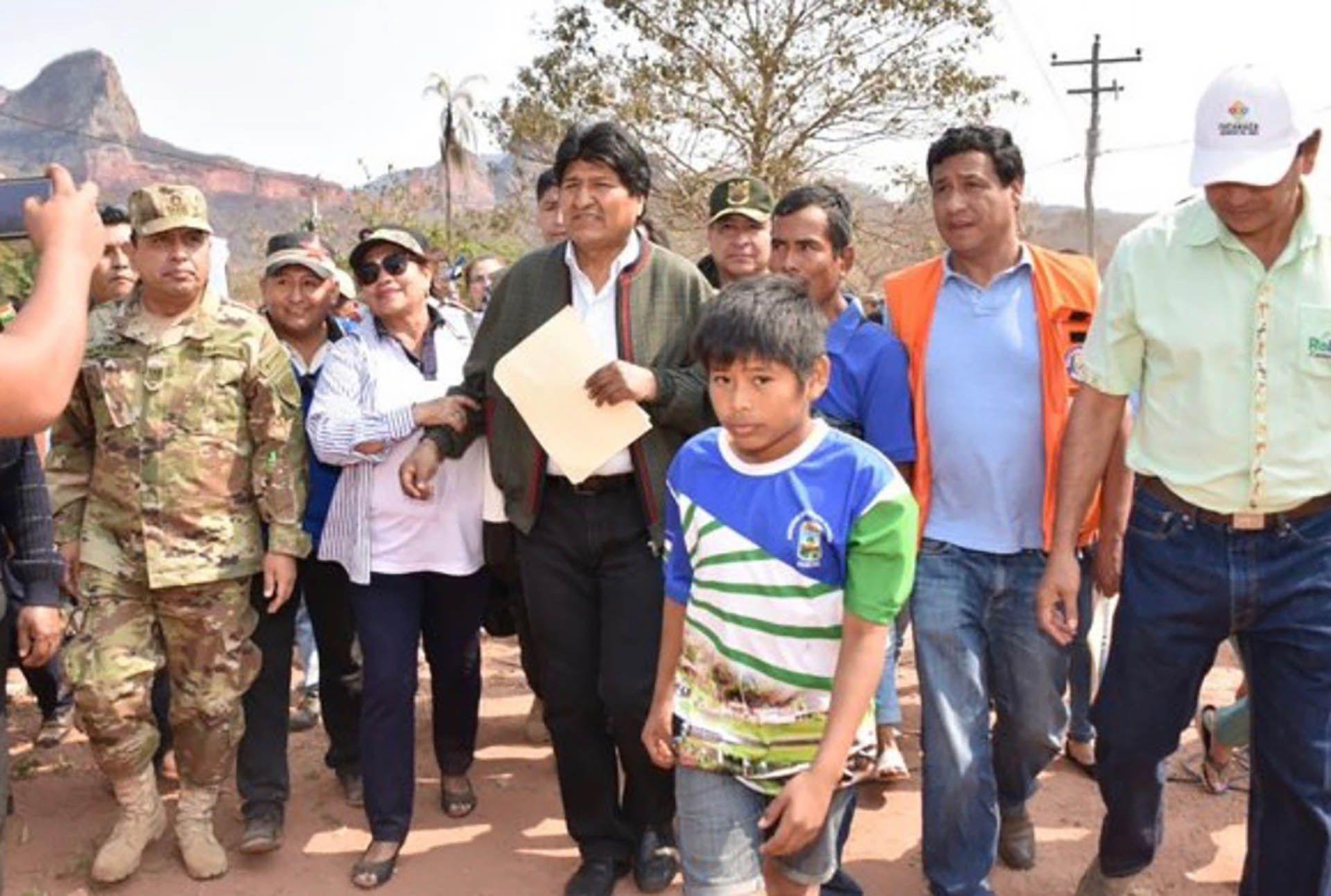 Evo Morales, en su inspección a la zona de la Chiquitania, afectada por el desastre ambiental.