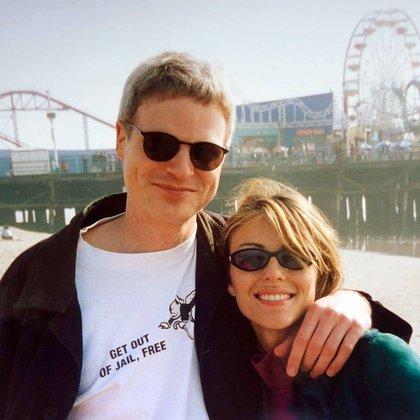 Steve Bing era un reconocido productor de Hollywood y filántropo. En la foto, con su ex, Elizabeth Hurley (Instagram)