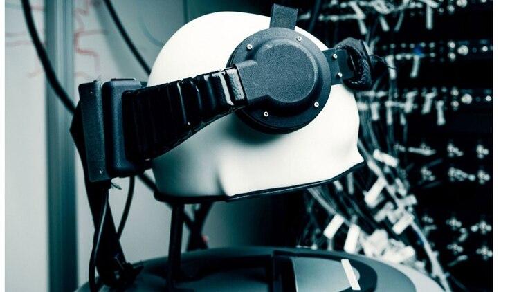 Un prototipo de un dispostivo para funcionar como interfaz cerebro-computadora, que fue desarrollado en Reality Lab, centro de investigación de Facebook.