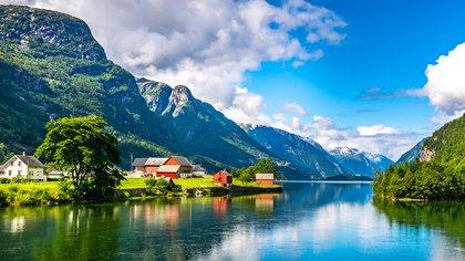 Se sospecha que los asombrosos paisajes del país también podrían mejorar un poco la vida (Shutterstock)