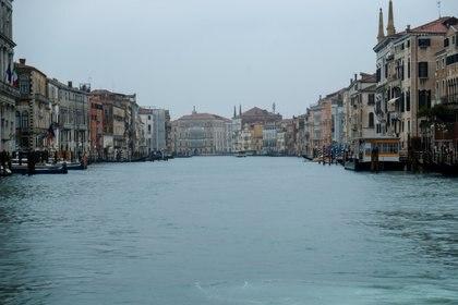 Un canal vacío en Venezia (REUTERS/Manuel Silvestri)