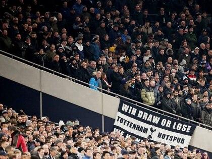 EL partido entre el Tottenham y el Norwich City  el último 4 de marzo, a estadio lleno. Las medidas de aislamiento se tomaron en el Reino Unido mucho más tarde que en otros países