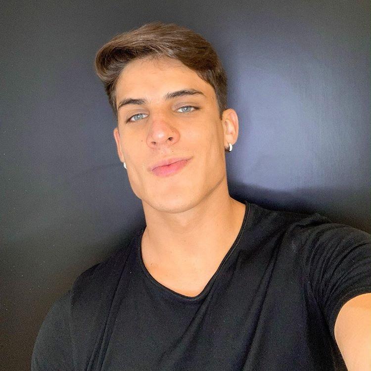 El joven brasileño es modelo, jugador de e-sports y tuvo un paso por el fútbol de su país
