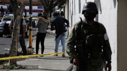 Policías de investigación trabajan en la escena del crimen Foto: REUTERS/Luis Cortés