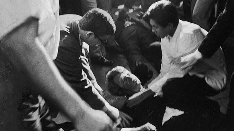 Bob Kennedy fue asesinado en 1968, en un hotel de Los Ángeles, mientras conquistaba la candidatura demócrata