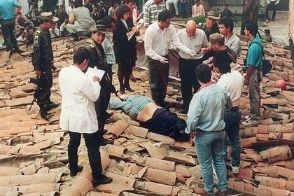 Cuerpo de Escobar dado de baja por las autoridades el 2 de diciembre diciembre de 1993.