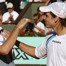 ****inte1Argentinian Gaston Gaudio congratulates Argentinian Guillermo Coria (L) after defeating him in the men's final match during the French Open at Roland Garros in Paris 06 June 2004. AFP PHOTO THOMAS COEX****