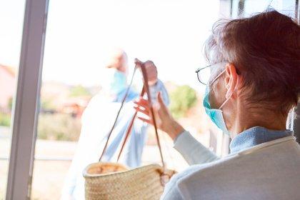 Porque ayudarse a uno mismo, comienza ayudando a los demás. Gran parte de la investigación científica sobre la capacidad de recuperación ha demostrado que tener un sentido de propósito y brindar apoyo a los demás tiene un impacto significativo en nuestro bienestar (Shutterstock)