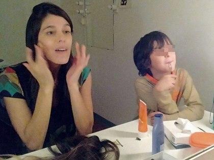 Hoy Lisandro duerme mucho más, comparten juegos y hasta la acompaña al teatro Multi Tabarís, donde ella protagoniza La ratonera.
