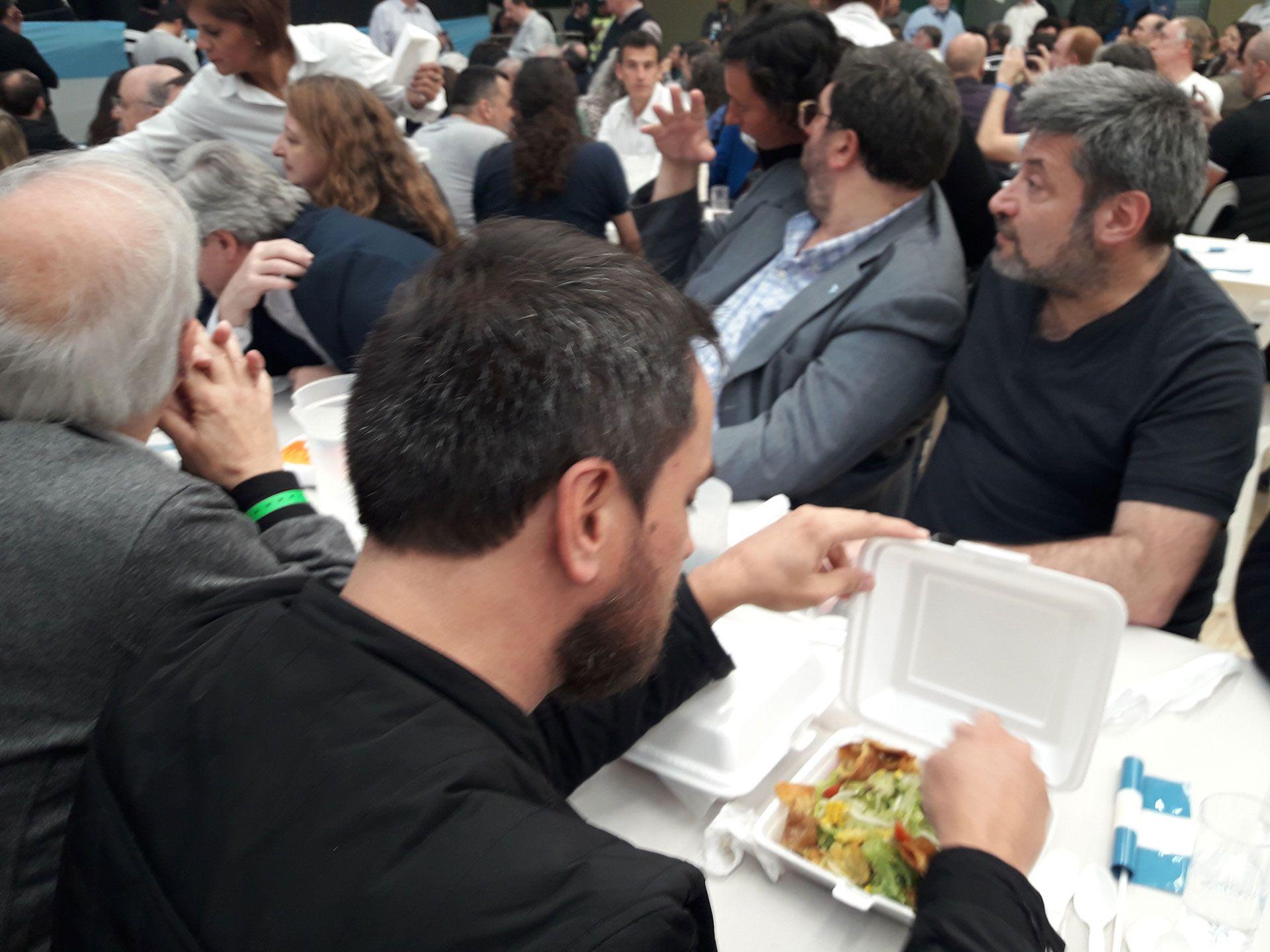 El 'plato' sin carne que sirvieron al diputado nacional en el locro peronista