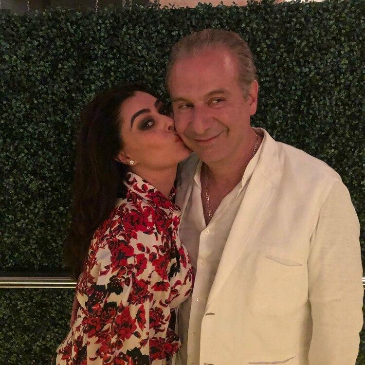 Carrillo suele compartir en Instagram románticas imágenes junto a Collado