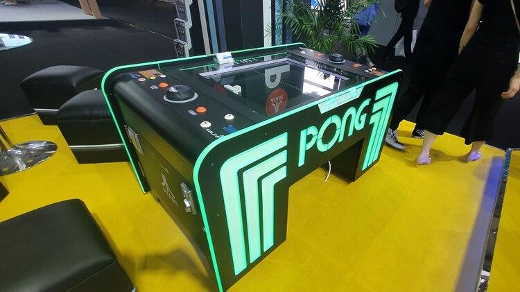 Así como Pong volvió con puertos de carga y bluetooth, la experiencia gamer llega a la hotelería.