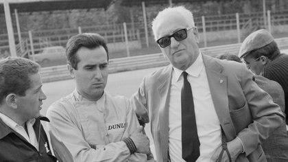 Ferrari con el británico John Surtees, uno de los pilotos que le dio un título de Fórmula Uno tras la muerte de Dino. (Getty Images)
