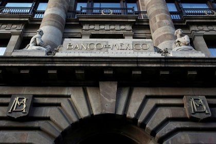Imagen de archivo. El logo del banco de México es visto en su edificio principal en el centro de Ciudad de México, México. 28 de febrero de 2019. REUTERS/Daniel Becerril/File Photo