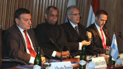 Gustavo Fuertes in a business seminar with India, organized by the Argentine Chamber of Commerce, in December 2014