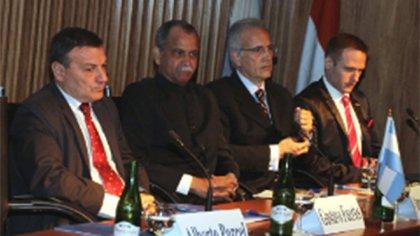 Gustavo Fuertes en un seminario de negocios con India, organizado por la Cámara Argentina de Comercio, en diciembre de 2014