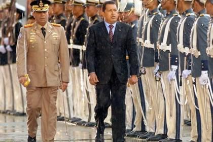 Raúl Baduel con Hugo Chávez