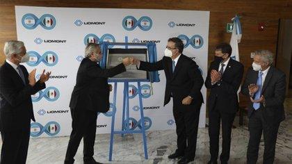 Alberto Fernández visita laboratorios Liomont (Foto: SRE)