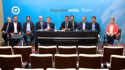 Sergio Massa y referentes parlamentarios de la oposición y el oficialismo