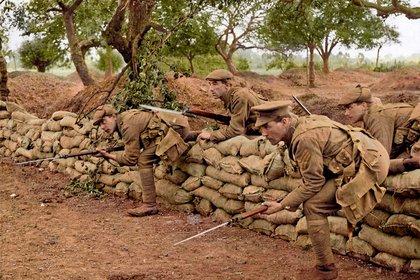 No está claro si esta fotografía fue un montaje o una escena de la Primera Guerra Mundial. La imagen pertenece al fotógrafo propagandista Charles Hilton DeWitt Girdwood