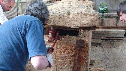 Apertura del supuesto sarcófago de Arnau de Torroja (Giampiero Bagni)
