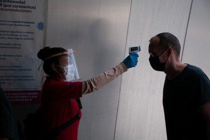 Para entrar al Museo Soumaya se debe medir la temperatura de los visitantes.