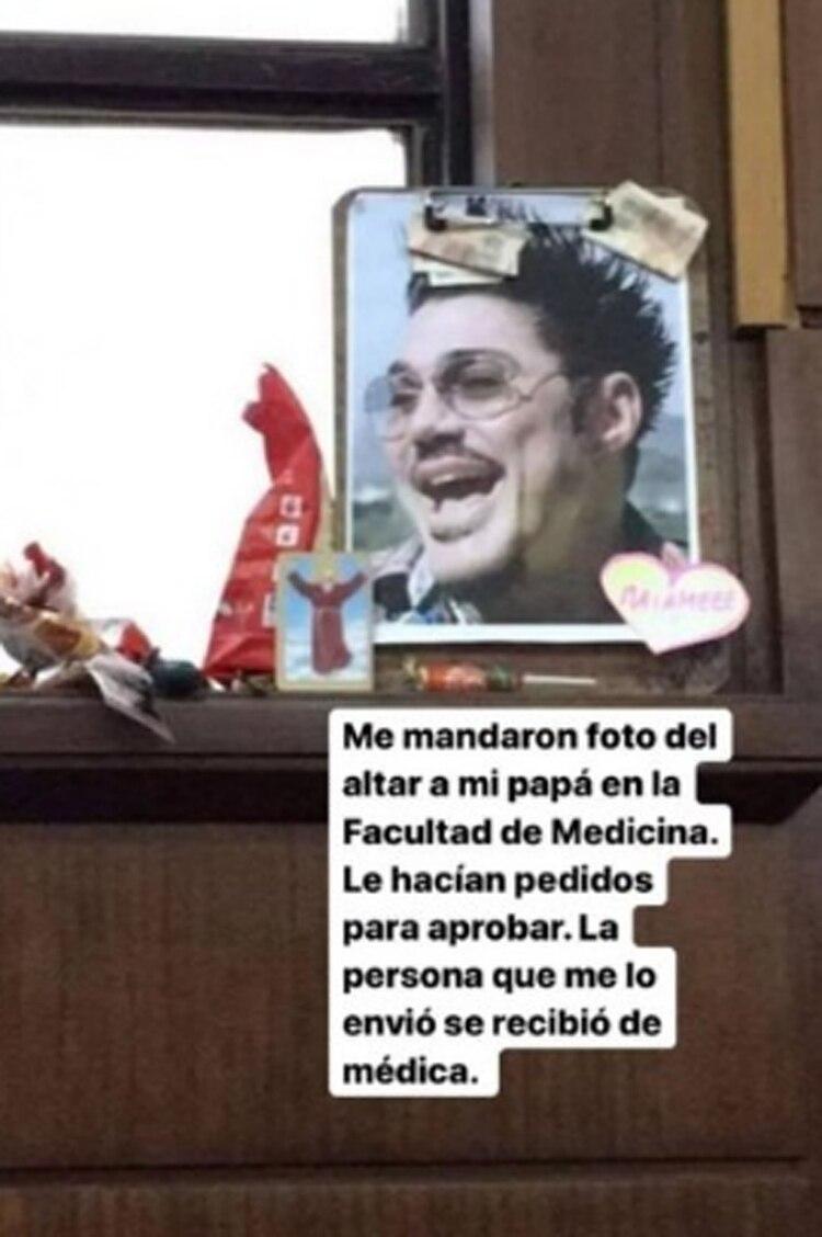El altar en la facultad de medicina, en honor a Ricardo Fort
