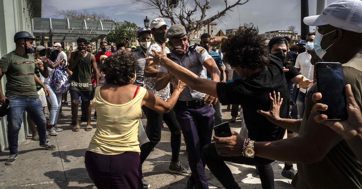 El régimen cubano bloqueó internet y cortó la electricidad en varias zonas  de la isla para impedir la difusión de las protestas - Infobae