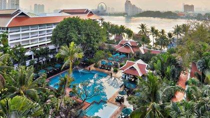 Se encuentra ubicado en la orilla oeste del Chao Phraya en medio de 4 hectáreas y media de vegetación