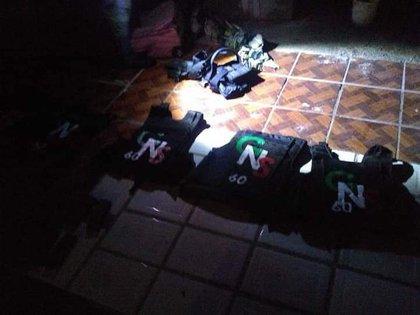 Equipo táctico decomisado en Guanajuato al grupo criminal Gente Nueva Sinaloa (Foto: Twitter/edgarfabianvf)