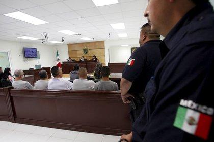 """AAAseguró que habrá mayor coordinación entre los policías y la FGJ para evitar que salgan los acusados de delitos """"por falta de pruebas e irregularidades en el proceso"""" Foto: REUTERS/José Luis González"""