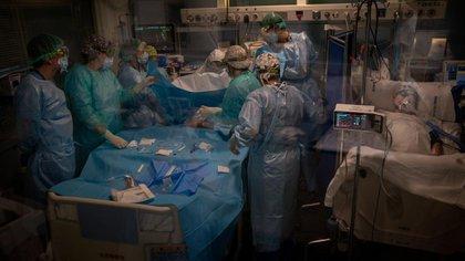 Cuidados intensivos en Barcelona (AP)