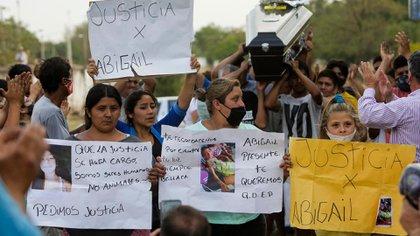 Este lunes, un grupo de vecinos participó de una manifestación durante el entierro de Abigail Riquel para pedir Justicia por la nena de 9 años asesinada en Tucumán (Télam)
