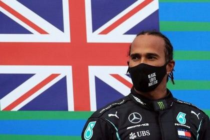 Lewis Hamilton renovó un año más con Mercedes y seguirá compitiendo en la Fórmula 1 (REUTERS)