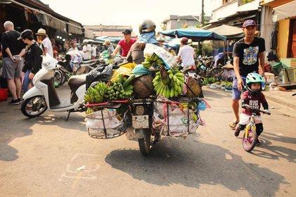 Los locales en Vietnam son amables y le encanta compartir su cultura, y la comida callejera es un gran lugar para experimentarla (Instagram / @caphedachi)