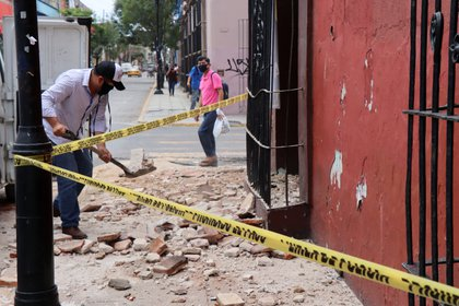A man removes debris from a building damaged during a quake, in Oaxaca, Mexico June 23, 2020. REUTERS/Jorge Luis Plata