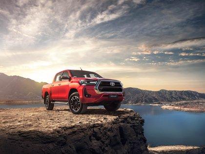 El modelo de Toyota presenta un nuevo diseño exterior, más moderno con cambios en ópticas delanteras, parrilla y paragolpes.