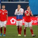 Soccer Football - Euro 2020 Qualifier - Group I - Russia v Belgium - Saint Petersburg Stadium, Saint Petersburg, Russia - November 16, 2019 Russia's Artem Dzyuba and team mates applaud fans after the match REUTERS/Anton Vaganov