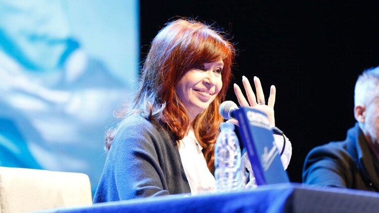 CFK en una de las presentaciones de su libro (foto Frente de Todos)