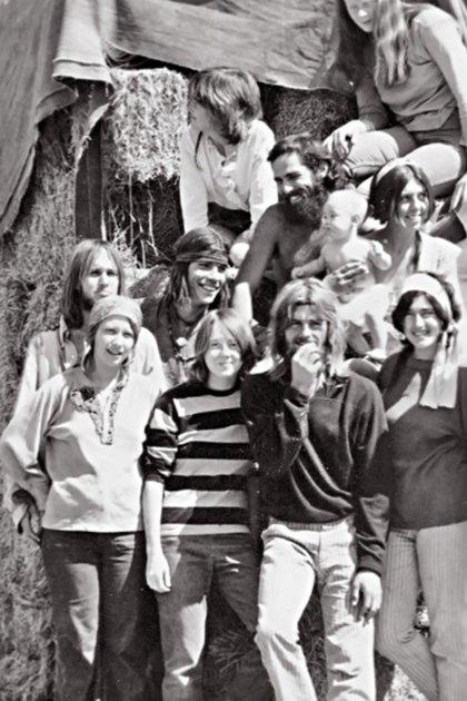 La imagen del reencuentro de algunos integrantes de la secta, años después de los asesinatos