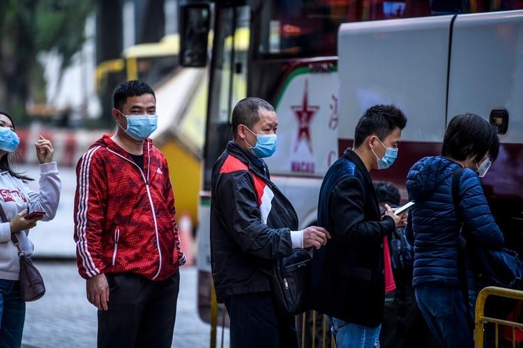 Turistas usan mascarillas como medida de prevención (AFP)