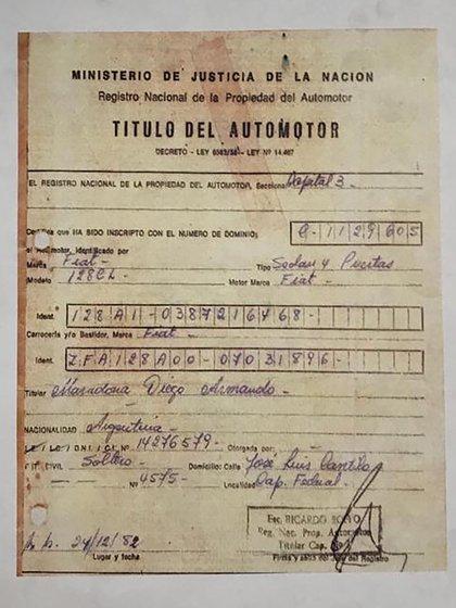 El documento que certifica que el auto fue de Diego. Y la fecha de compra: 24/12 de 1982